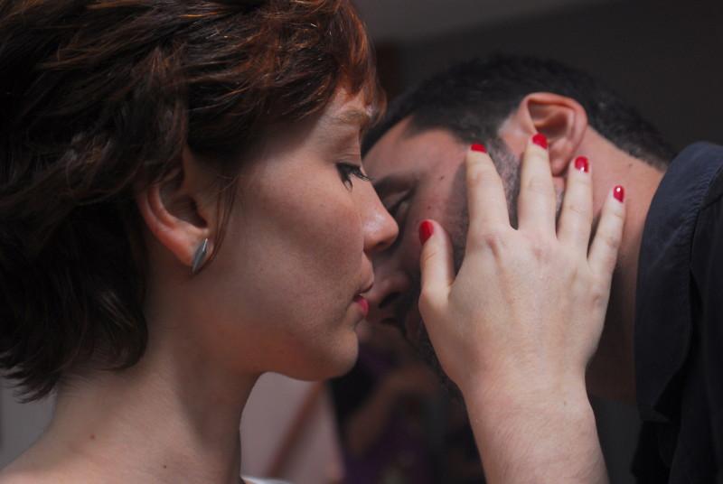 Simone Sopoladore é a femme fatale e Ricardo Duque interpreta um viúvo em busca de respostas
